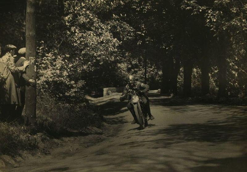 1927_zsoter_Nr51_Foto_munkacsi