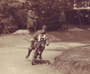 Schüller László Novával egy 1927-es versenyen
